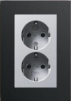 Dubbel stopcontact aluminium met Gira esprit aluminium bruin afdekraam recht